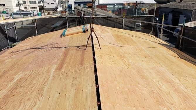 屋根 下地貼り作業